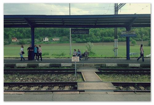 Железнодорожная станция Karlstejn во всей своей красе.