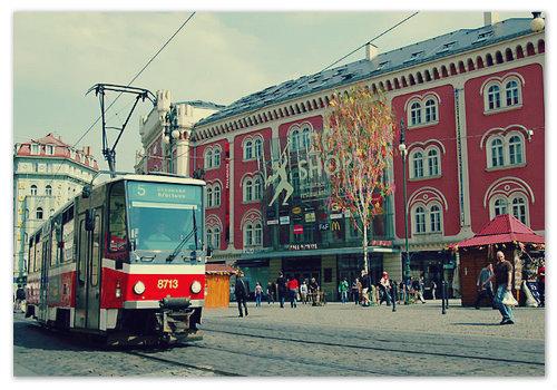 Недалеко от Площади Республики остановка пятого трамвая.