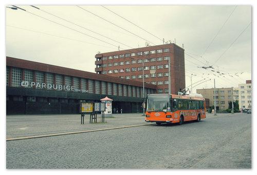 Железнодорожный вокзал в городе.