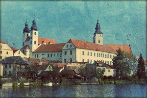 Посетите город Тельч. Полюбуйтесь знаменитой площадью и прекрасным замком.