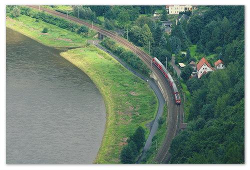 А так вся эта красота выглядит сверху — и железная дорога, и автомобильная — всё аккуратненько — как в Европе.