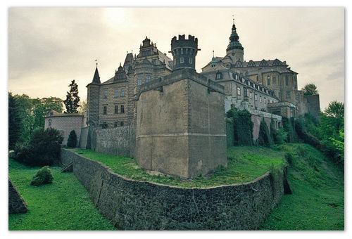 Старинный замок Frýdlant, построенный в стиле ренессанс. Однажды он вдохновил Франца Кафку творить. Ведёт свою историю с XI века.