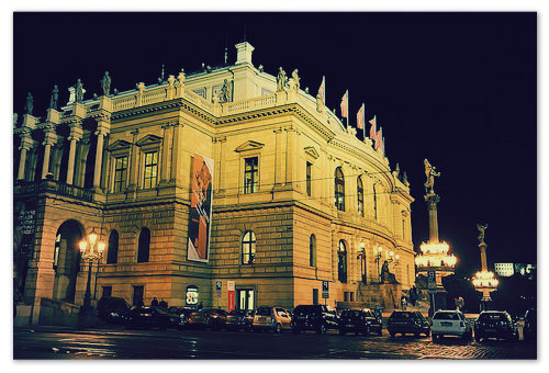 Ночной октябрьский Rudolfinum.