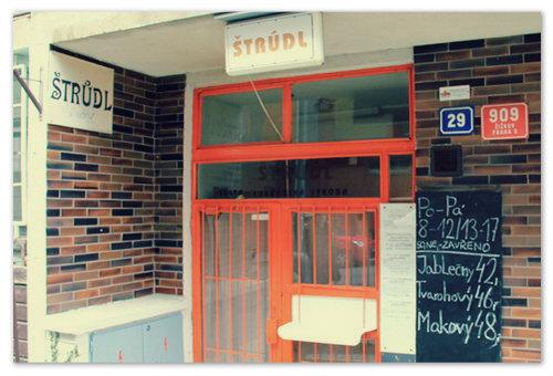 «Šusta Štrůdl» — небольшая семейная лавка-пекарня. Самый вкусный штрудель в Праге — здесь!