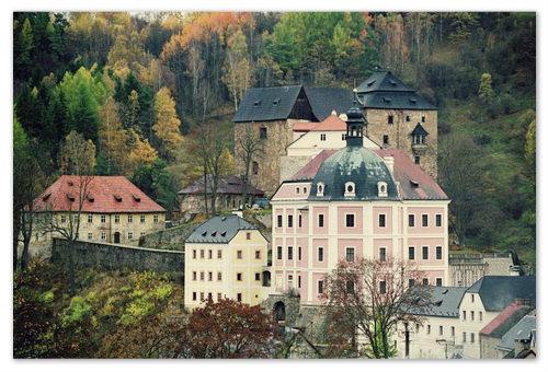 Весь этот архитектурный комплекс — и готический замок на заднем плане и постройка в стиле ренессанс на переднем — и называется Бечов-над-Теплой.