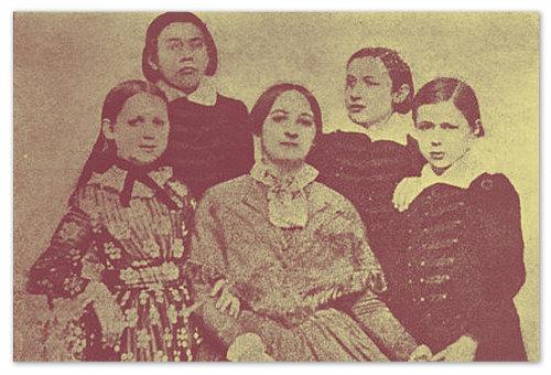 Божена Немцова и её четверо детей. Фотография сделана в 1852 году в Праге.