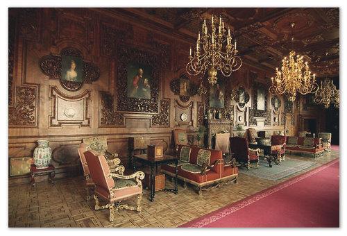 Интерьеры замка убраны богато...