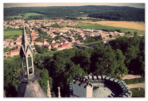 Вид на окрестности с самой высокой башни замка.