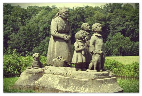 Сейчас в Ратиборжице установлена скульптурная композиция, посвящённая героями романа Бабушка.