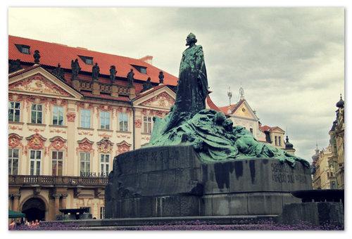 Памятник Яну Гусу.