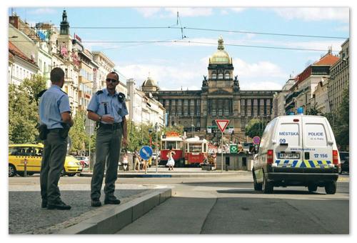Девиз чешских полицейских — «Помогай и охраняй»