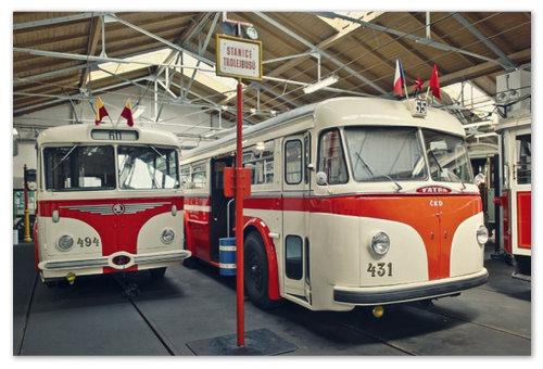 Старинные автобусы.