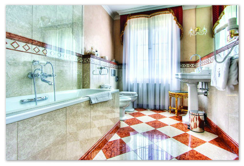 Ванная комната как во дворце.