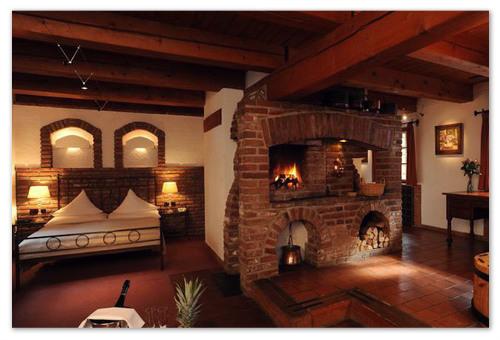 Гостиница в деревенском стиле.