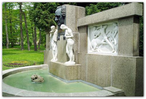 Памятник Гете.