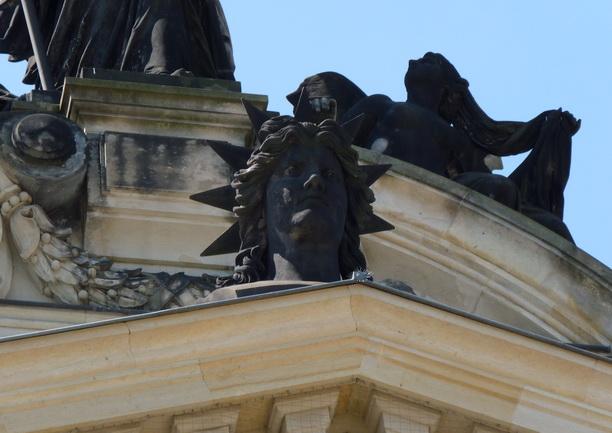 Голова статуи Свободы.