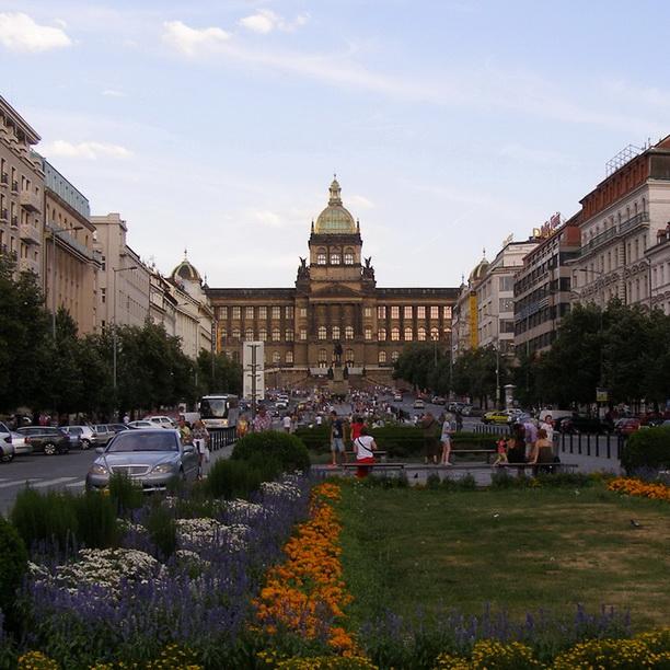 Экскурсия в Дрезден закончена. Снова Прага, Вацлавская площадь.