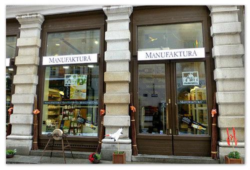 Витрина магазина Мануфактура.
