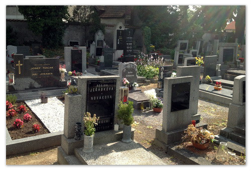 Могилы на кладбище в Седлеце.