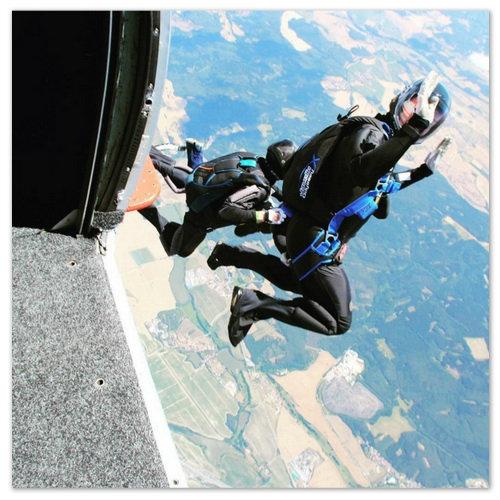 Прыжок с парашютом в Чехии.