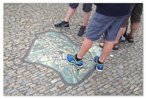 Наступил на карту кроссовком.