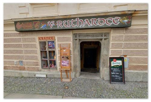 Ресторан находится в оригинальном старом здании.