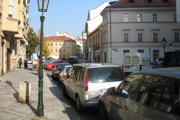 Припарковаться в чешской столице трудно.