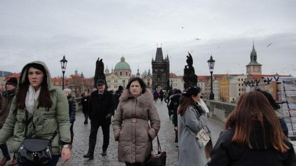 Гуляние на Карловом мосту.
