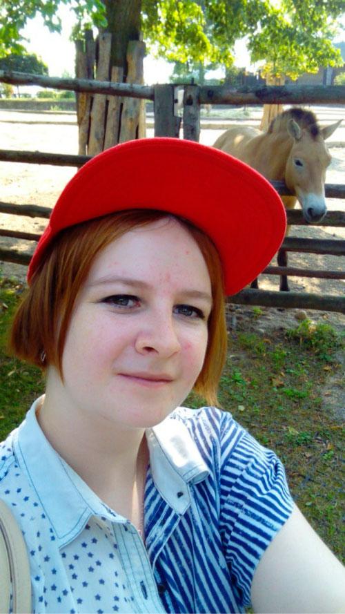 Лошадка в загоне.
