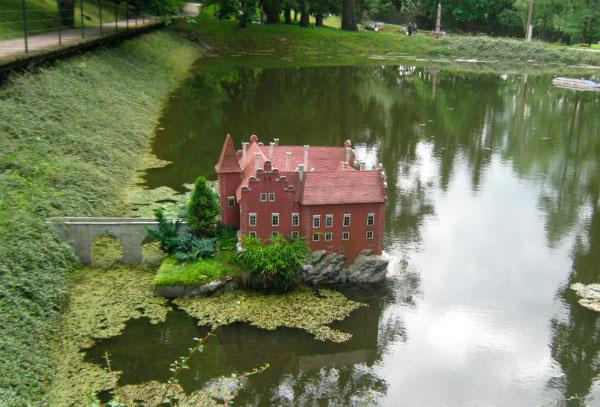 Чешский замок в миниатюре.