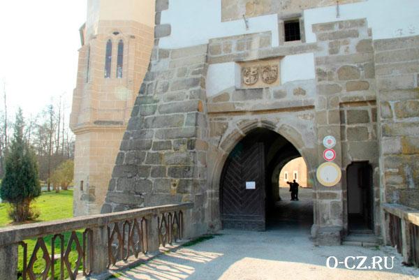 Ворота в замок.