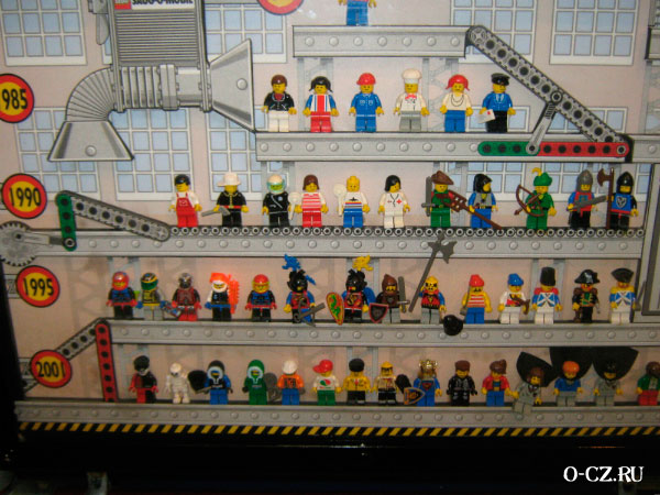 На игрушечной фабрике.