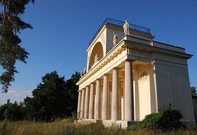 Сооружение в честь бога Аполлона.