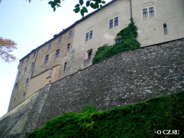 Старинные стены.