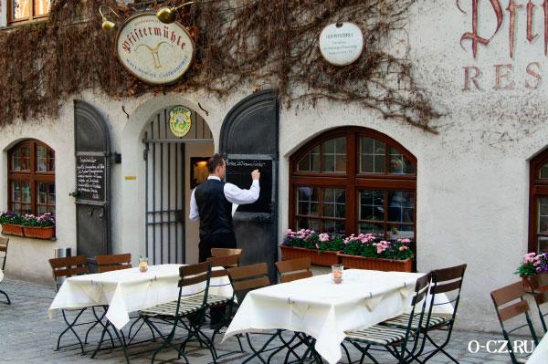 Ресторанчик на улице.