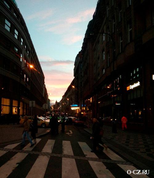 Площадь на закате солнца.