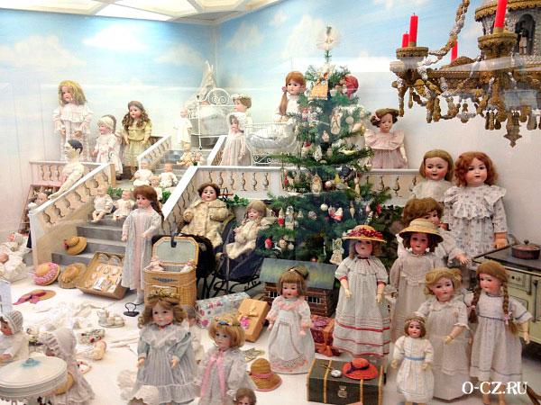 Выставка кукол.