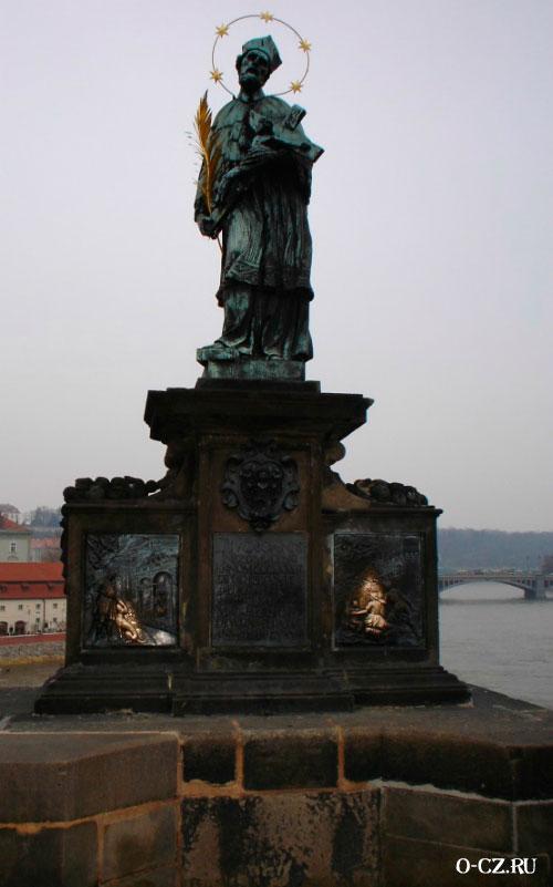 Памятник Яну Непомуцкому.