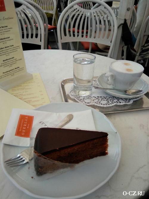 Торт и кофе.
