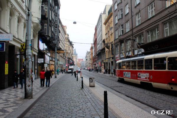 Красный трамвай.