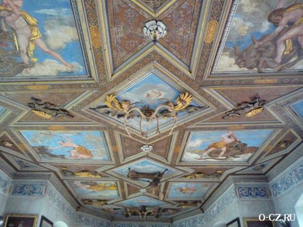 Расписной потолок.