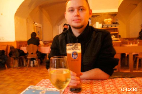 Мужчина с пивом.