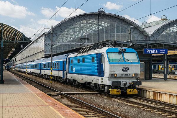 Как доехать в Варшаву из Праги на поезде?